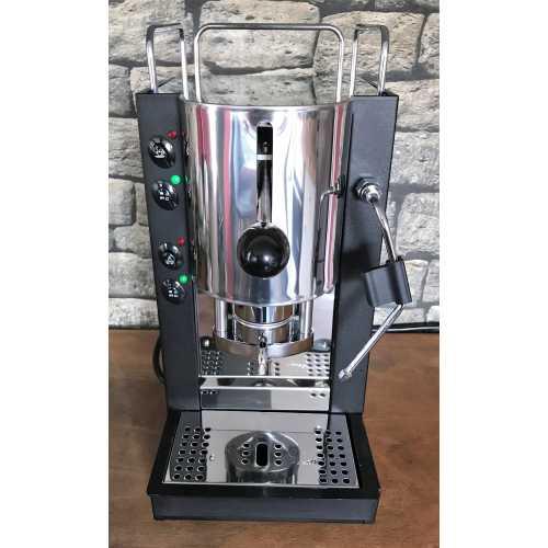 s: Pinocchio CV - Schwarz-Edelstahl - XL - Padhalter - Tassengestell - Abtropfgitter - Kaffee und Dampf - Spinel